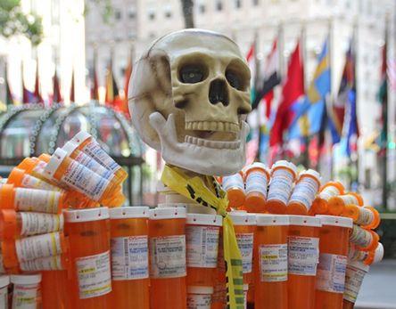 Pill Man gyógyszerfüggőség szobor 1.