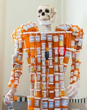 Pill Man 3. gyógyszerfüggés szobor